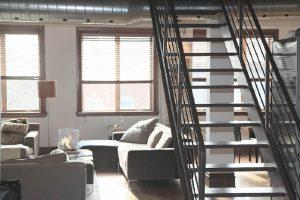 Kouzlo mezonetu – aneb půdní byt s mlynářskými schody