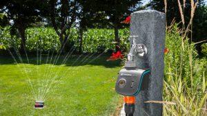 Zahrada vláhu potřebuje. Jaké jsou vychytávky pro úsporu vody, peněz i energie?