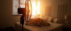 Jak ušetřit elektřinu, a přesto se v horkých nocích vyspat?
